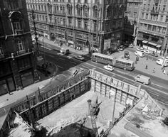 Budapest Hungary, Old Pictures, Historical Photos, Vintage Photos, Paris Skyline, Arch, Louvre, Retro, Building