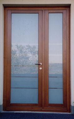 aszimmetrikus minimal bejárati ajtó Wooden Door Design, Wooden Doors, Coat, Home Decor, Puertas, Kitchens, Sewing Coat, Decoration Home, Room Decor