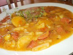 Nové brambory, cuketu, rajčátka a patizon dobře omyjeme a pokrájíme na malé kousky.Cibuli pokrájíme na kostičky a opečeme na oleji (sádle),... Cheeseburger Chowder, Thai Red Curry, Soup, Ethnic Recipes, Low Gi, Diabetes, Soups