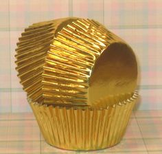 Elegant and beautiful, these gold foil cupcake liners can be used for special occassions where glitz is needed. These are lined with a traditional white cupcake liner so your cupcakes will easily and happily pull away with ease. Perfect for weddings, 50th wedding anniversaries and other occassions that require glamour. Dont mistake these for just cupcake liners though, use them as liners for all your special edible desserts where a traditional liner just wont work.    We also have a great…