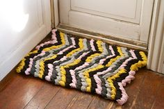 DIY: Friendship Bracelet chevron rug (need to do this in black, white, teal, and yellow for baby's room!)