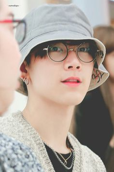 Nct Ten, Daddy, Glasses, Korea, Eyewear, Eyeglasses, Eye Glasses, Fathers, Korean