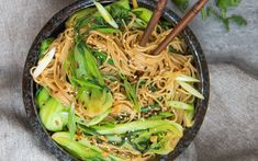 These sesame ginger noodles with bok choy will be your new favorite go to dish. Noodle Recipes, Veggie Recipes, Healthy Dinner Recipes, Asian Recipes, Vegan Vegetarian, Vegetarian Recipes, Cooking Recipes, Lunches And Dinners, Asia Food
