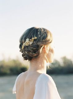 5 Perfect Hair Accessories for a Vintage Bride - Comb by Hushed Commotion