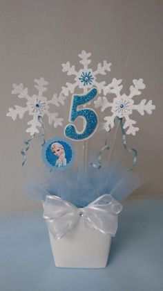 Frozen Party Centerpieces, Frozen Birthday Decorations, Elsa Birthday Party, Frozen Themed Birthday Party, Disney Frozen Birthday, Frozen Birthday Cake, 3rd Birthday Parties, Cumple De Frozen Ideas, Frozen Party Food