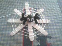 lesbricodelo.centerblog.net, craft, recycle, spider plus web, popsicle sticks, elementary school, primary school, knutselen, kinderen, basisschool, spin met web, lollystokjes, halloween, seizoenen