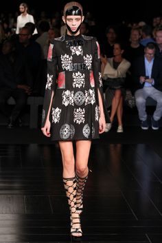 Lexi Boling for Alexander McQueen Spring 2015 Ready-to-Wear