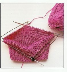 Einblicke in Funny`s bezaubernde Strickwelt. – Pullover ohne Naht stricken Knit sweater without seam. The cut is no longer up to date, but the principle of knitting like this can be modified very well. Baby Knitting Patterns, Crochet Poncho Patterns, Crochet Pullover Pattern, Knit Crochet, Easy Knitting, Knitting Socks, Knit World, Patterned Socks, Fashion Mode