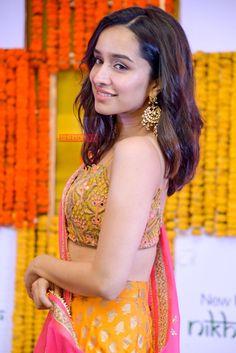 Shraddha Beautiful Bollywood Actress, Most Beautiful Indian Actress, Prettiest Actresses, Beautiful Actresses, Indian Celebrities, Bollywood Celebrities, Bollywood Photos, Shraddha Kapoor Saree, Deepika Padukone