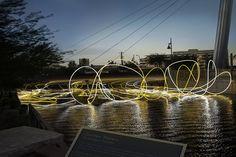 Golden Waters, luces flotantes por la artista peruana Grimanesa Amorós