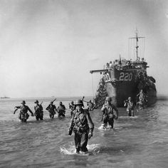 American soldiers landed on the shore near Salerno on board the LCI-220.