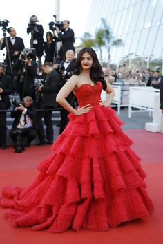 Aishwarya Rai Strapless Dress - Aishwarya Rai channeled Scarlett O'Hara with this gorgeous red Ralph & Russo Couture gown with a sweetheart neckline and a tiered skirt at the Cannes Film Festival screening of Beats Per Minute. Aishwarya Rai, Gala Dresses, Red Carpet Dresses, Bollywood Fashion, Red Carpet Fashion, Beautiful Gowns, Dream Dress, Pretty Dresses, Designer Dresses