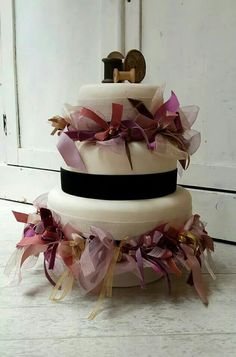 Layers of bows upon bows in our autumn colour story | Get creative with your wedding cake | Made to order in any colours