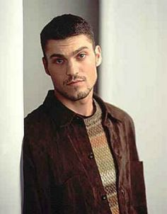 """Brian Austin Green - """"David"""" on Beverly Hills, 90210 (along w/ a MILLION excellent Lifetime movies! Even though dude doesn't quite look like this anymore, when he did. Brian Austin Green, Beverly Hills 90210, Old Tv Shows, Best Tv Shows, Jason Priestley, Judging Amy, Grunge, Luke Perry, Cute Guys"""