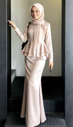 Modern Hijab Fashion, Modesty Fashion, Hijab Fashion Inspiration, Muslim Fashion, Fashion Outfits, Dress Muslim Modern, Muslim Dress, Beautiful Gown Designs, Hijab Evening Dress
