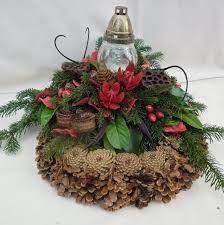 Výsledok vyhľadávania obrázkov pre dopyt Mindenszenteki koszorú All Souls, Christmas Wreaths, Christmas Ornaments, Pine Cones, Grapevine Wreath, Funeral, Grape Vines, Diy And Crafts, Holiday Decor