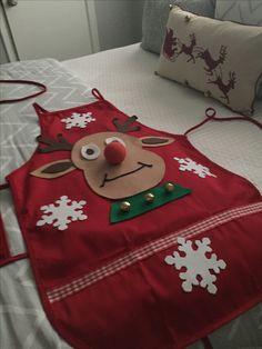 Christmas Chair, Christmas Aprons, Christmas Sewing, Christmas Goodies, Christmas Art, Simple Christmas, Easy Christmas Ornaments, Christmas Decorations, Xmas Costumes
