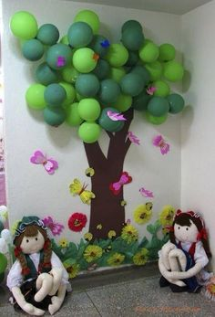 Balloon Tree - Reading Corner {This is so creative. would be nice in a classroom library or by a science investigation area. I wonder how long the balloons would last. School Displays, Library Displays, Classroom Displays, Classroom Themes, Classroom Organization, Autumn Display Classroom, Autumn Display Boards, Birthday Display In Classroom, Decoration Creche