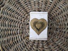 Liten fyrstikkeske med hjerte i gull Gull, I Shop, Vans, Beige, Wallet, Accessories, Shopping, Brown, Pocket Wallet