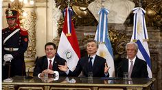 El Mundial 2030: Argentina y Uruguay explicaron por qué aceptaron a Paraguay como el tercer organizador http://www.lanacion.com.ar/2069143-el-mundial-2030-argentina-y-uruguay-explicaron-por-que-aceptaron-a-paraguay-como-el-tercer-organizador