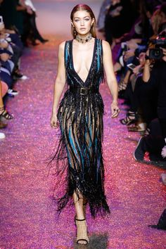 Elie Saab Spring 2017 ready-to-wear collection Paris Fashion Week Fashion 2017, Look Fashion, Runway Fashion, Fashion Models, Fashion Show, Fashion Outfits, Fashion Design, Paris Fashion, Classy Fashion