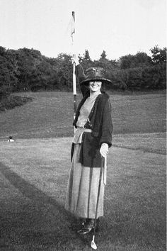 Gabrielle Chasnel called Coco Chanel , french fashion designer, here playing golf Get premium, high resolution news photos at Getty Images Estilo Coco Chanel, Coco Chanel Mode, Mademoiselle Coco Chanel, Coco Chanel Fashion, Chanel Style, Coco Chanel 1920s, Chanel Vintage, Chanel Couture, Moda Chanel