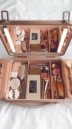 Makeup Kit, Skin Makeup, Beauty Makeup, Makeup Bags, Makeup Brushes, Makeup Ideas, Classy Makeup, Cute Makeup, Makeup Stuff