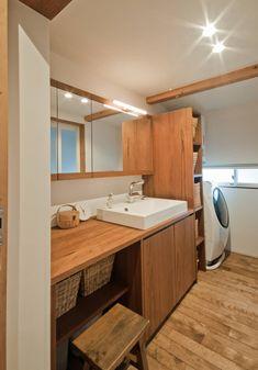 洗面家具はオーダーです。: FrameWork設計事務所が手掛けた浴室です。