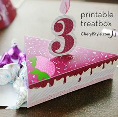 Party favors go home in style with our free printable birthday cake boxes. Card stock, hot glue or tape and your trusty X-acto knife make it super easy. Creative Crafts, Diy And Crafts, Paper Crafts, Paper Cake, Paper Bows, Printable Box, Free Printables, Anna Griffin Cards, Easel Cards