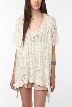 crochet---I don't know that I could pull this off but it would be nice as a swimsuit cover up