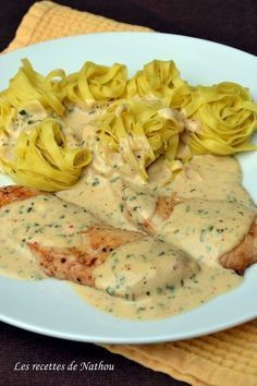 A delicious sauce that goes very well with chicken or turkey for example 🙂 With pasta or rice, it's perfect! Healthy Crockpot Recipes, Healthy Dinner Recipes, Cooking Recipes, Healthy Food, Pollo Guisado, Cuisine Diverse, Italian Recipes, Food Inspiration, Entrees
