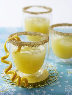 Unser beliebtes Rezept für Tequila-Sunrise-Cocktail mit Orangen und Prosecco und mehr als 55.000 weitere kostenlose Rezepte auf LECKER.de.