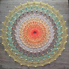 美しく神秘的な模様に魅せられて、静かに大ブーム中。糸かけ曼荼羅を知っていますか。