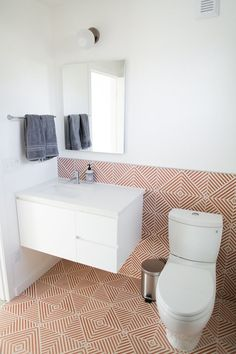 Erin Adams tile adds interest and color to a minimal bathroom Minimal Bathroom, Small Bathroom, Master Bathroom, Bathrooms, Ceramic Floor Tiles, Wall Tiles, Tile Floor, Interior Design And Construction, Tile Layout