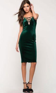 Rochie catifea verde smarald de seara midi eleganta Bodycon Dress, Dresses, Fashion, Green, Vestidos, Moda, Body Con, Fashion Styles, Dress