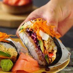 · 1 bài đánh giá · 2 giờ · Dùng cho 5 ngườiSi eres fan de hacer sushi y de probar nuevos sabores, esta receta de Sándwich de Sushi es la mejor opción para compartir una tarde o noche con amigos. Cucumber Recipes, Sushi Recipes, Asian Recipes, Vegetarian Recipes, Cooking Recipes, Healthy Recipes, Tasty Videos, Food Videos, Sushi Sandwich