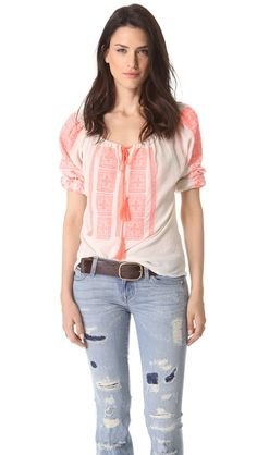 Velvet Embroidered Peasant Blouse ~I like the top and the belt, but not the pants, prefer a simple dark well fit pants :D Modern Fashion Outfits, Daily Fashion, Love Fashion, Womens Fashion, Peasant Blouse, Peasant Tops, Böhmisches Outfit, Really Cute Outfits, Stitch Fix Outfits