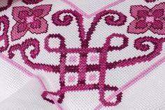 Mantel bordado en punto de cruz por puntadasamano en Etsy