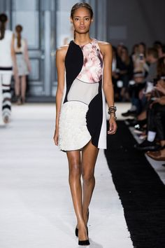 Giambattista Valli Spring 2015. See the collection on Vogue.com.