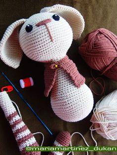Mi conejo amigurumi Little Lucas en pleno  proceso de montado. El patrón se consigue GRATIS en el blog de Ptitusas & Petetes, aquí http://pitusasypetetes.blogspot.com.es/2014/08/free-amigurumi-pattern.html