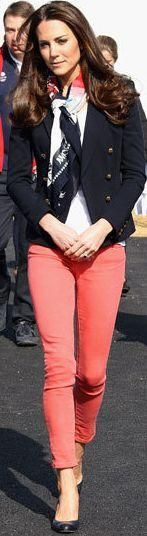 Kate Middleton navy sailor jacket, coral pants, white top and complementary scarf Jeans Coral, Coral Pants, Pastel Jeans, Bright Pants, Estilo Fashion, Look Fashion, Ideias Fashion, High Fashion, Mode Chic