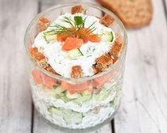 Salade de concombre au saumon et fromage frais en verrines : http://www.cuisineaz.com/recettes/salade-de-concombre-au-saumon-et-fromage-frais-en-verrines-86630.aspx