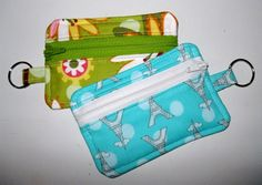If I had a zipper handy I would make one of these now. Ipod holder by sew whitney on flickr.