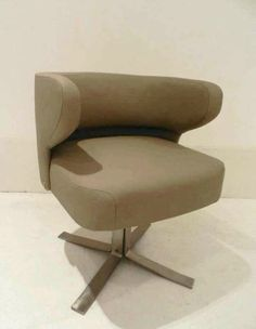Pair of Lounge chairs and side table by Gianni Moscatelli for ...