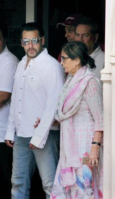 Salman Khan with his mom before leaving for court. #Bollywood #SalmanVerdict