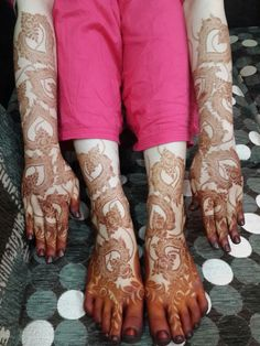 50 Colourful Henna And Mehndi Designs You Must Try Khafif Mehndi Design, Dulhan Mehndi Designs, Mehndi Design Pictures, Mehndi Art Designs, Mehendi, Henna Mehndi, Heena Design, Arabic Mehndi, Pretty Henna Designs