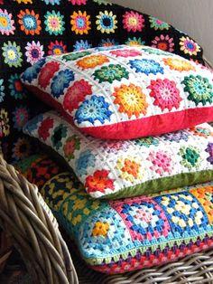 34 Ideas for crochet pillow amigurumi granny squares Crochet Home, Love Crochet, Beautiful Crochet, Crochet Crafts, Crochet Projects, Crochet Cushion Cover, Crochet Cushions, Crochet Pillow, Cushion Covers