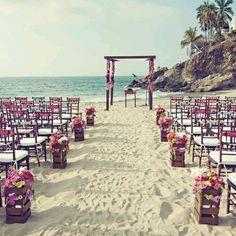 Porque não tem coisa mais linda e simples do que uma decoração de casamento na praia.. ❤ *Foto: Wedding Chicks