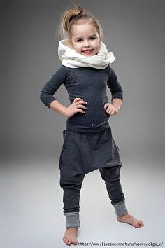 grey sarouel sweat pants outfit for kids – dead link but really cute inspirational picture grey sarouel sweat pants outfit for kids – dead link but really cute inspirational picture Black Kids Fashion, Little Girl Fashion, Sarouel Pants, Sweatpants Outfit, Stylish Kids, Cute Baby Clothes, Kid Styles, Kids Wear, Cute Kids