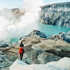 """#INDOTRAVELLERS on Instagram: """"Tag your friends if you really want to go there with them  . Lokasi/location:Kawah Ijen, Jawa Timur . Ijen Crater, East Java . Credits to: @putudidit  ."""